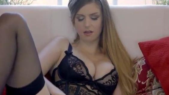 Gabriela nackt Monique Curnen  Monique Curnen